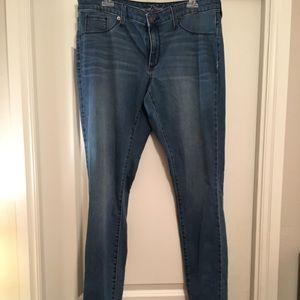 NWOT medium wash skinny jeans